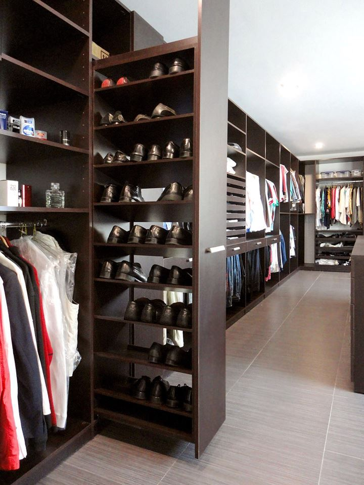 Men 39 s closet design dressing in style divine style for Zapateras giratorias para closet