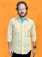men's Style Mistakes, men's yellow button down shirt turquoise tshirt