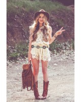 festival style wearing a belt, coachella outfit