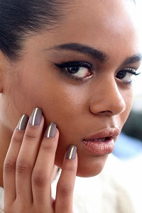 Fall 2016 nail polish trends, simple lines nail polish