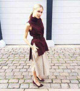 Fall Essentials, maroon sleeveless knit sweater and maroon high heels