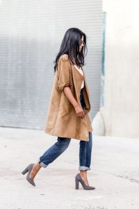 spring outfit to transition from winter, Courtney Kardashian suede long blazer, cuffed jeans and gray high heels