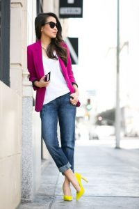 spring outfits to transition winter, deep pink blazer, white top, jeans cuffed, yellow high heels