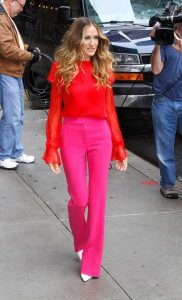 spring color trends 2017, Sarah Jessica Parker in red top and fuchsia pink pants