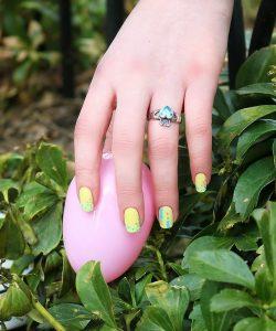 spring nail polish trends, yellow nails with polka dots, spring nail air