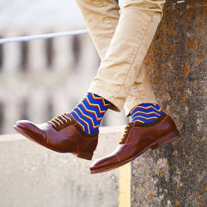men's spring color socks and dress shoe combinations, men's khaki's with blue zig zag print socks and brown oxfords