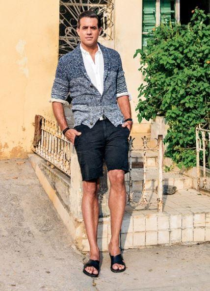 5 must have spring shoes for men, men's sandals, men's spring outfit with black sandals