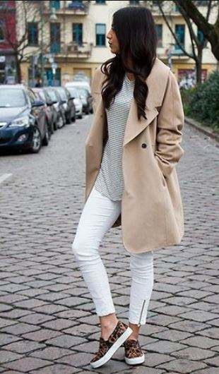 summer white jeans trends, ankle lenght jeans with zipper and trench coat