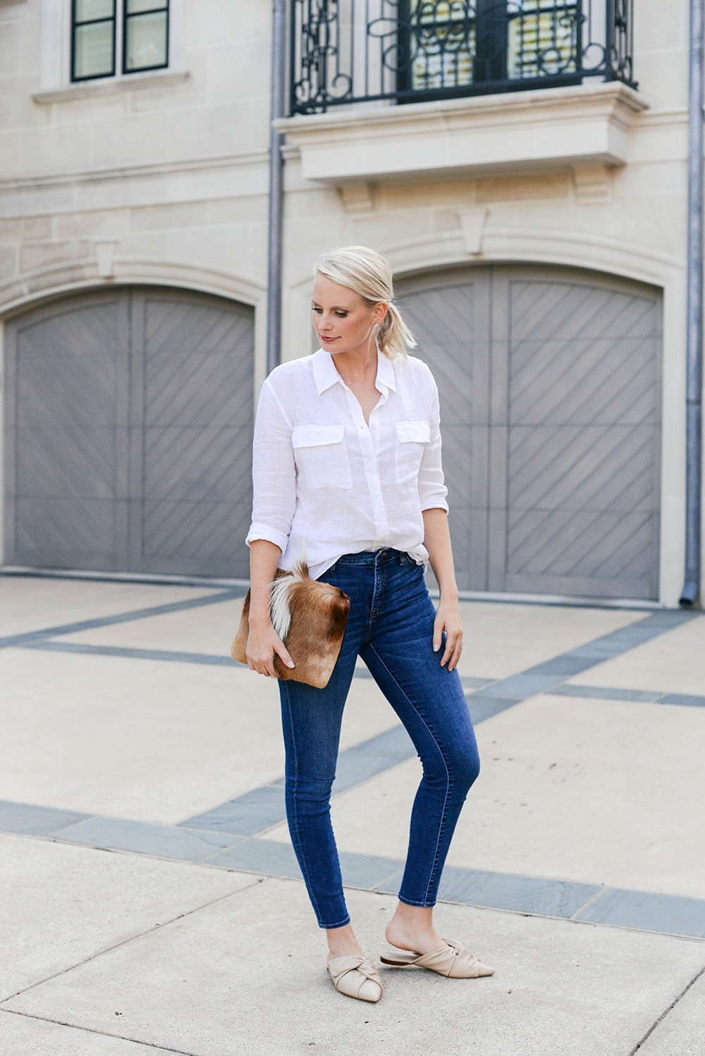 5 Essentials to Pack When Traveling, denim, dark jeans and skin tone knotted flat mules