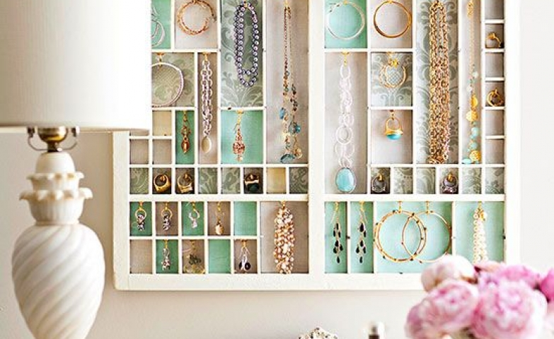 Jewelry Organization…Keep Your Jewels in Style, picture frame jewelry storage with colored background