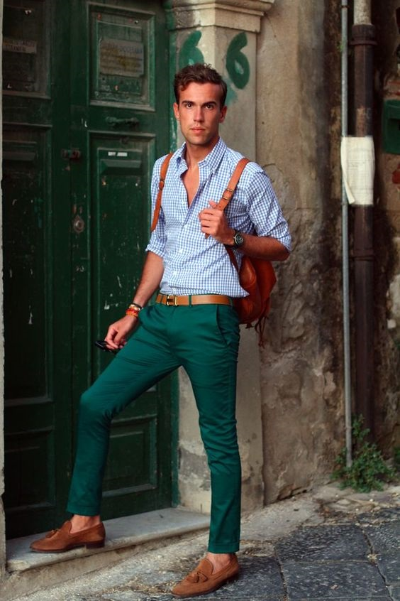 How to Create a Men's Spring Capsule Wardobe in 3 Pieces, ankle length chinos, men's spring pants outfits, men's green chinos and blue print checked shirt